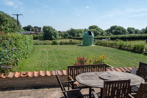 Private Annex, rural location, ideally situated