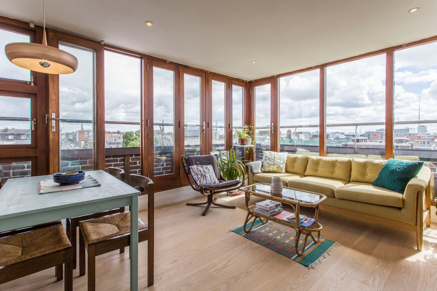 Relax in our comfy sitting room/kitchen  while taking in the views of Dublin.