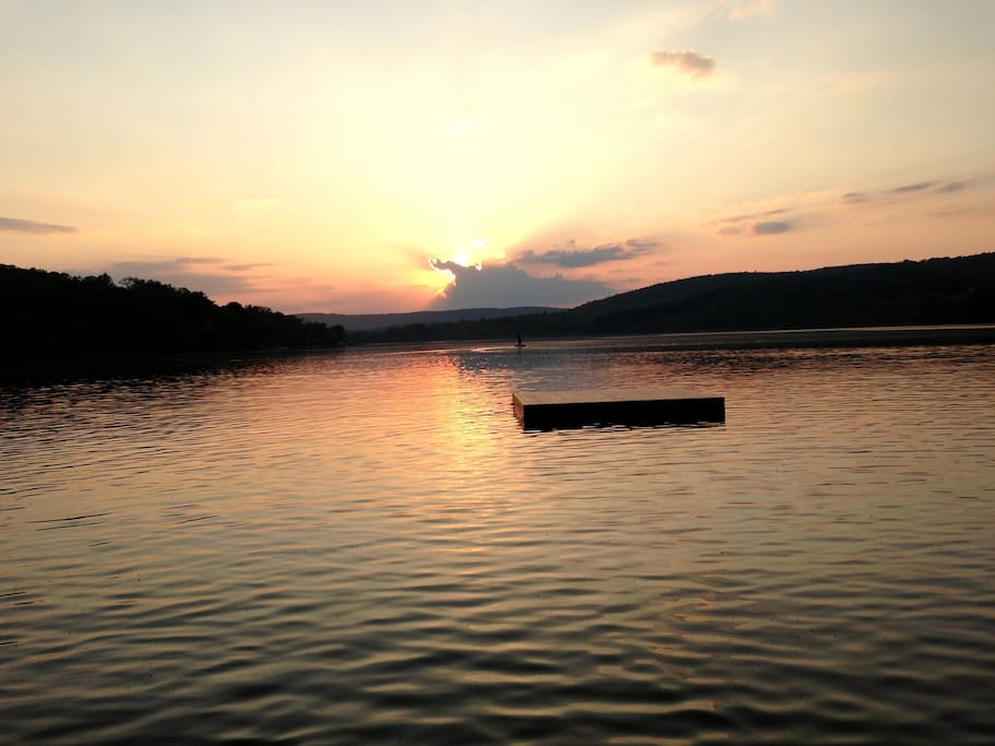 Best Sunsets on the Lake! Personal floating dock