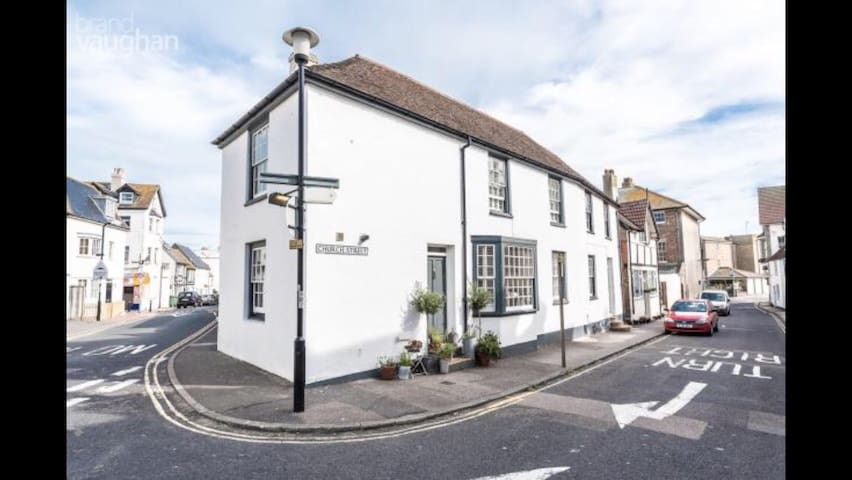 Quirky Seasise Town House (2 Bedrooms)