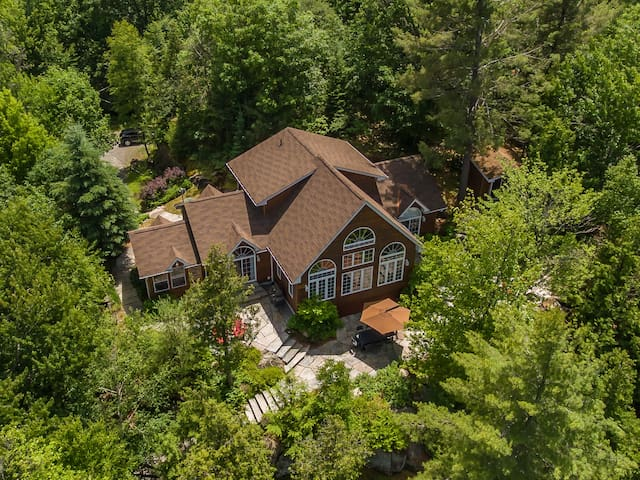 Beautiful Lake of Bays Cottage - Huntsville - Cabana