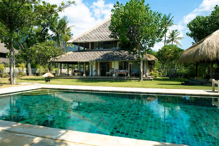 Two-Bedroom Pool House Sepi
