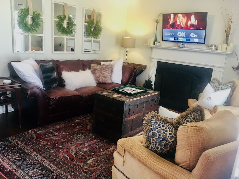 "The warm & inviting living room is complete with a 50"" smart TV w/access to Netflix, Amazon Prime, Sling TV and the Internet via Google Fiber."