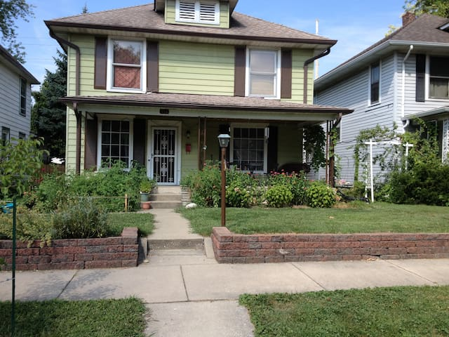 Family-Friendly, 1910s house, west of Irvington - Indianapolis - House