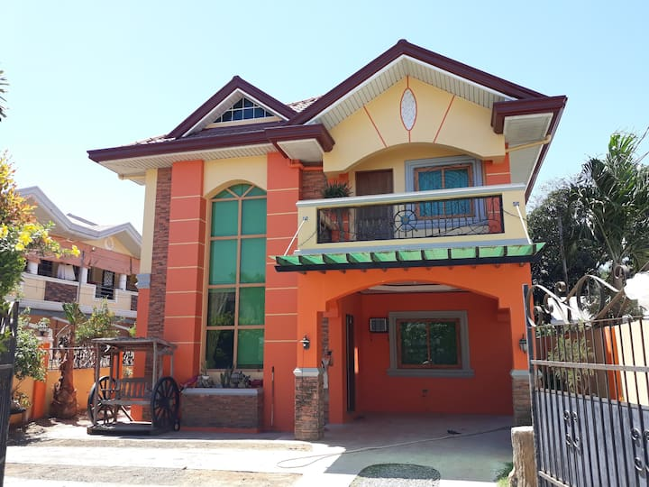 10pax (2Rooms) @TheOrangeHouse Villa