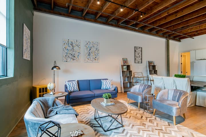 Downtown Luxury Loft Apartment - View - Walkable