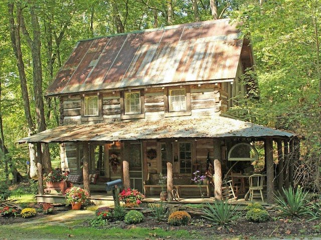 Experience complete relaxation in Antique Cabin