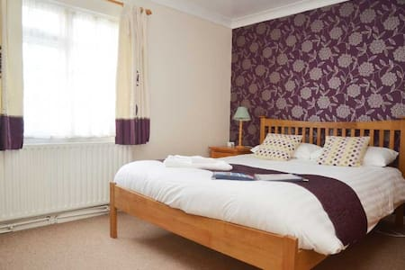 Hensleigh House - B&B - 2 bedroom Family Suite (1) - Charmouth