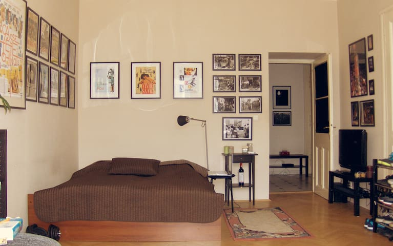 Cozy room with a great balcony view in Karlin - Prague - Apartment
