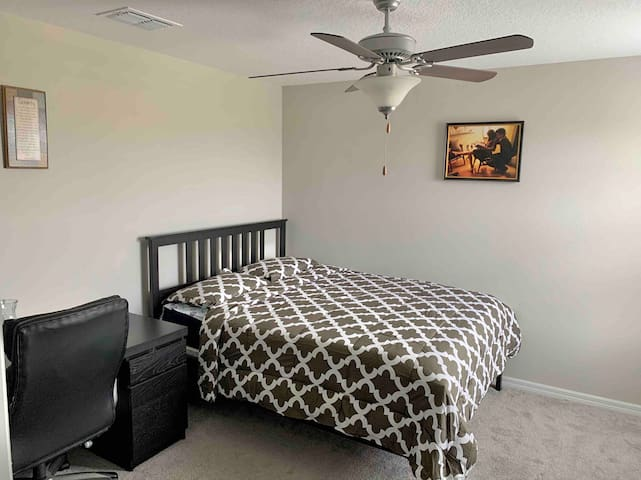 Spacious Room near Downtown Tampa in NEW HOME-RM5