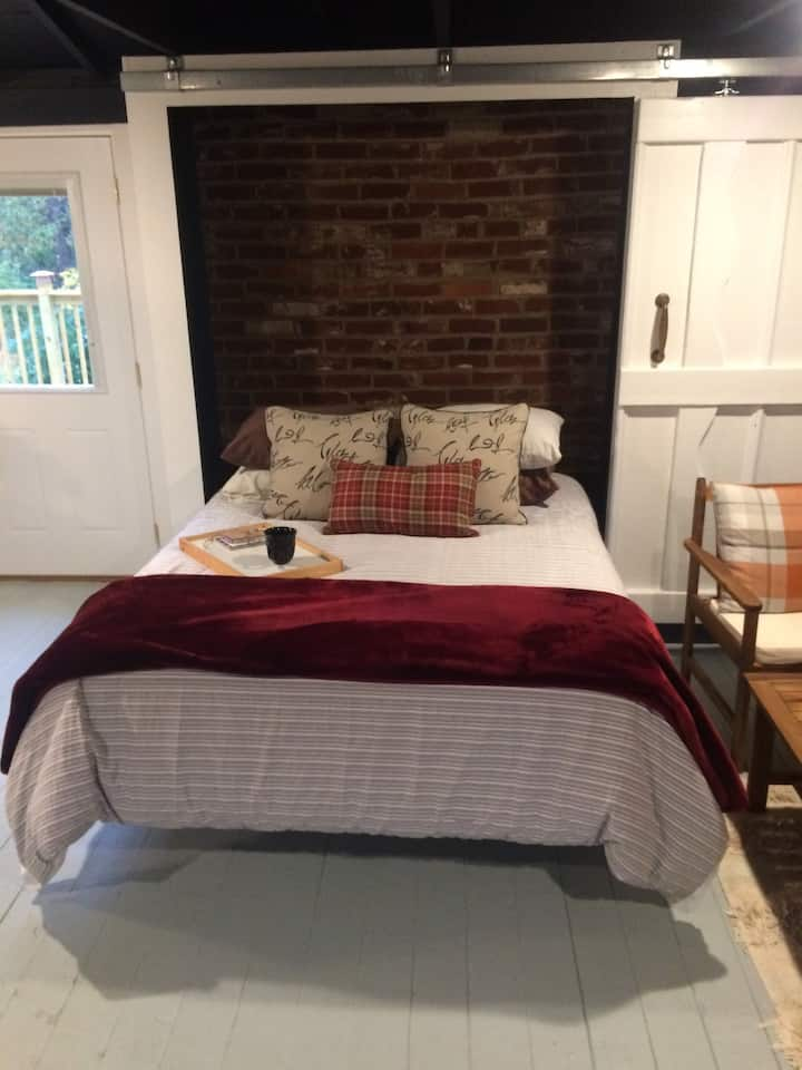 Private, Peaceful, Cottage with lots of Comfort!