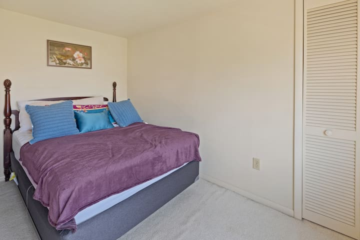 Room 3: Full/Double Bed (up stairs)