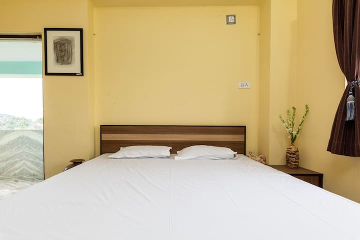 Pottery Studio Homestay, Large Room - Howrah - Huis