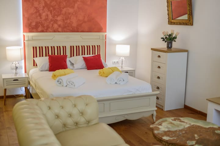 Ultracentral 5* hotel like with 2 king bedrooms