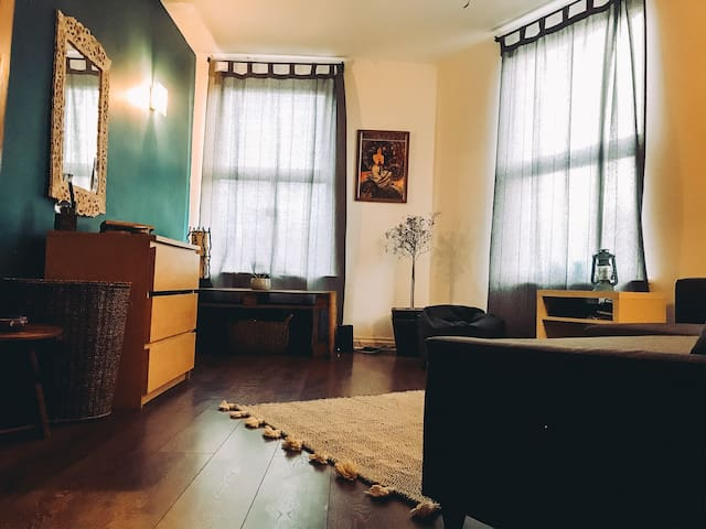 Beautiful studio flat in the heart of Chortlon