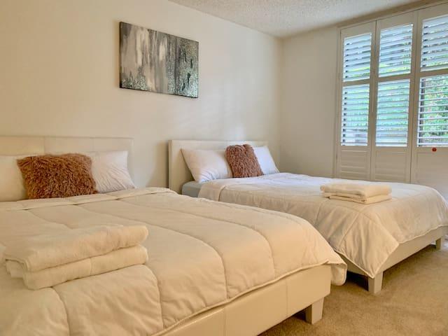 2 BEDROOMS 3 QUEEN BEDS, VENICE BEACH, MARINA
