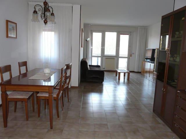 Ampio e luminoso appartamento a 10 min dal mare