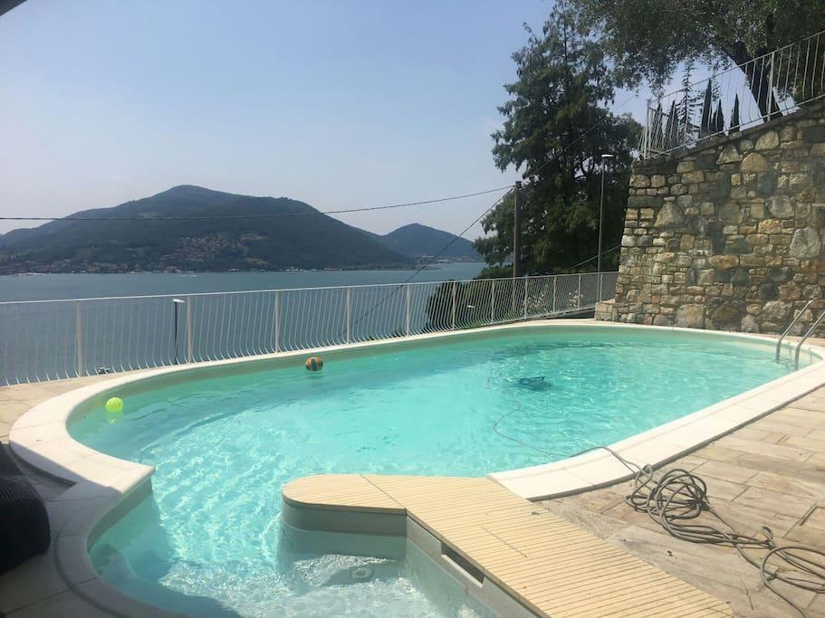 Villa con piscina con bella vista sul lago d 39 iseo for Piscina iseo