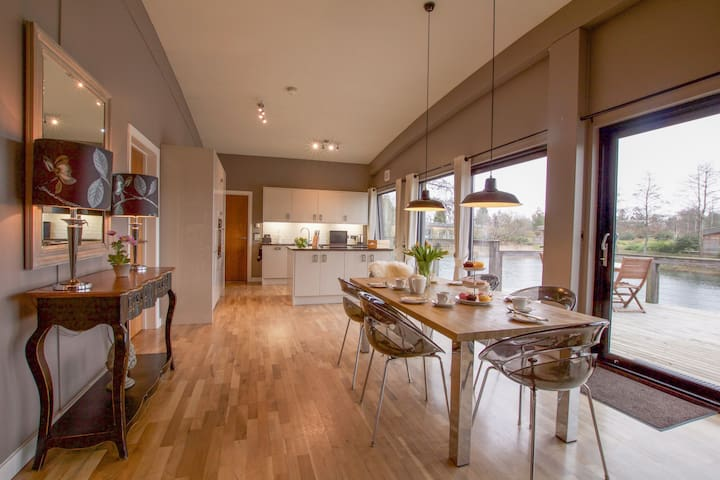 Brompton Lakes Luxury Lodges
