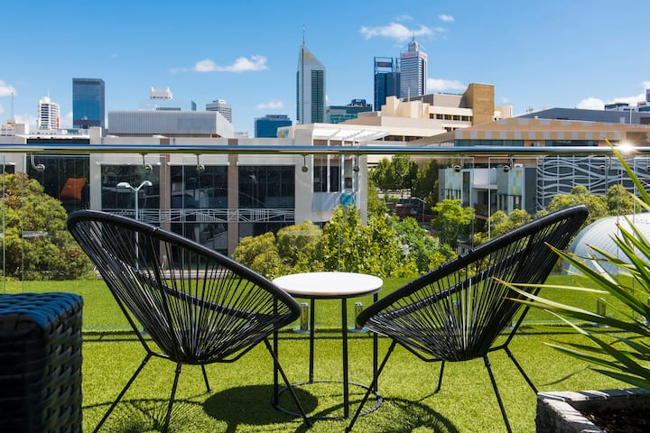 Home Away From Home - Charming Rooftop Terrace