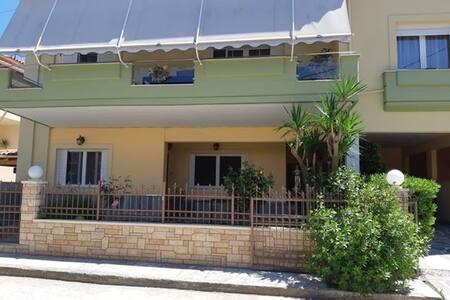 Nikos' apartments 2