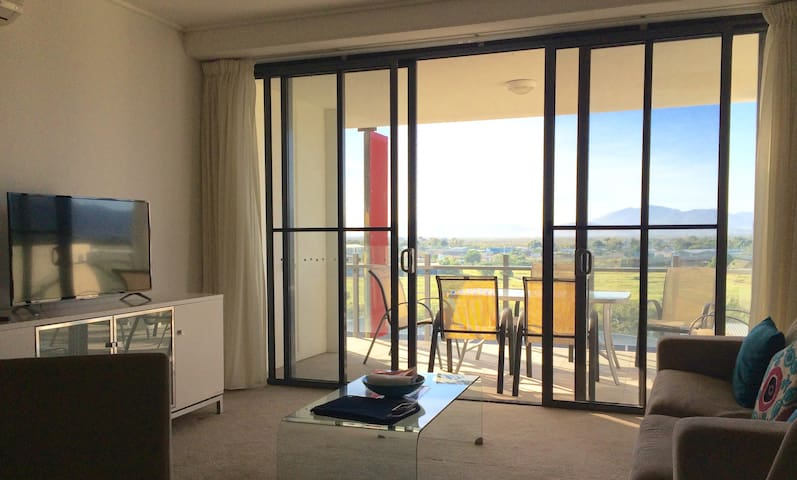 Excellent location with panoramic view! - Townsville City
