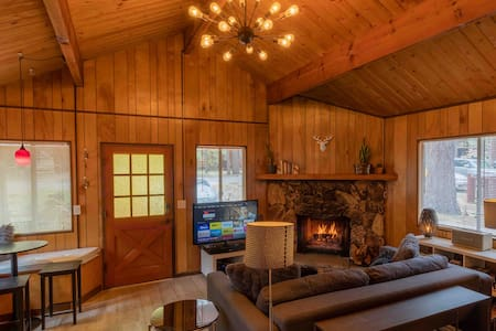 Ultimate Big Bear Cabin with Hot Tub Near Slopes!