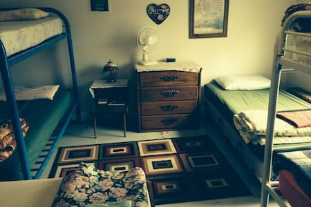 Sleeping Giant Guesthouse Dormroom 1