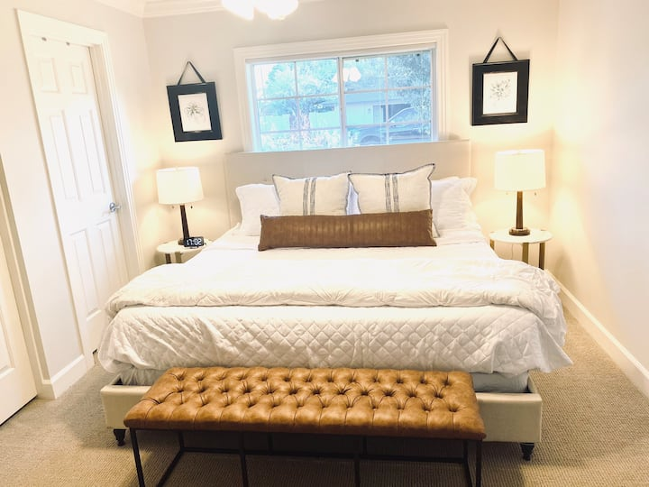 Cozy Arcadia Guest Suite with Private Entrance