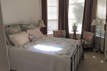 Clean private rooms-Nr Nat'l Parks, FSU, Clovis HS