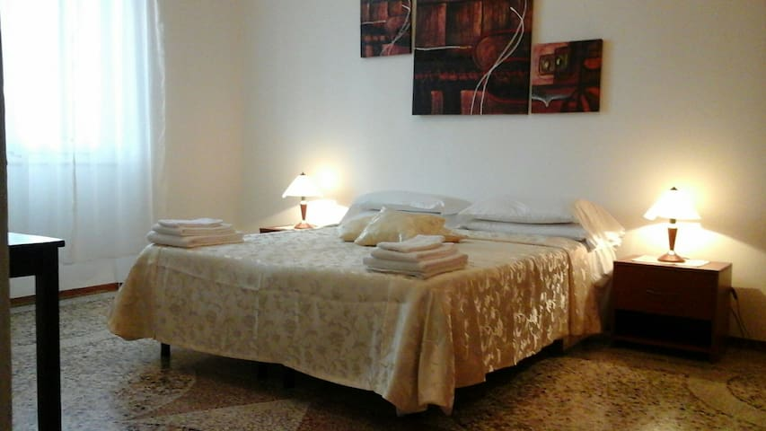 3 rooms near Center,Theatre,Railway - Novara - Apartamento