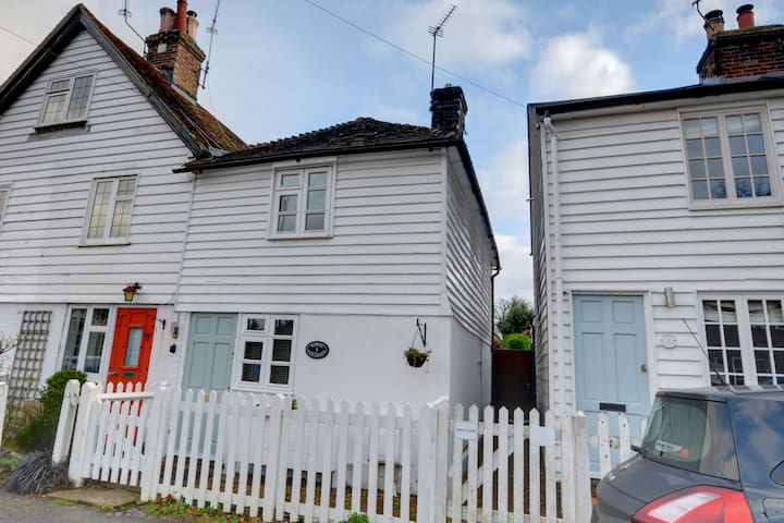 Charming 2 bedroom mid terrace cottage is in a quiet spot in Hawkhurst