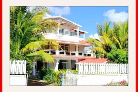 Kammal Villa - 3 chambres-piscine-plage 300m-wifi - Flic en Flac