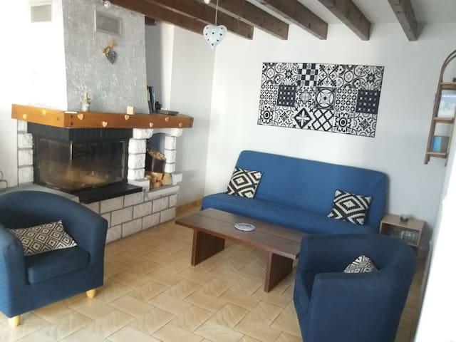 Maison savoyarde climatisée, et cheminée,+terrasse