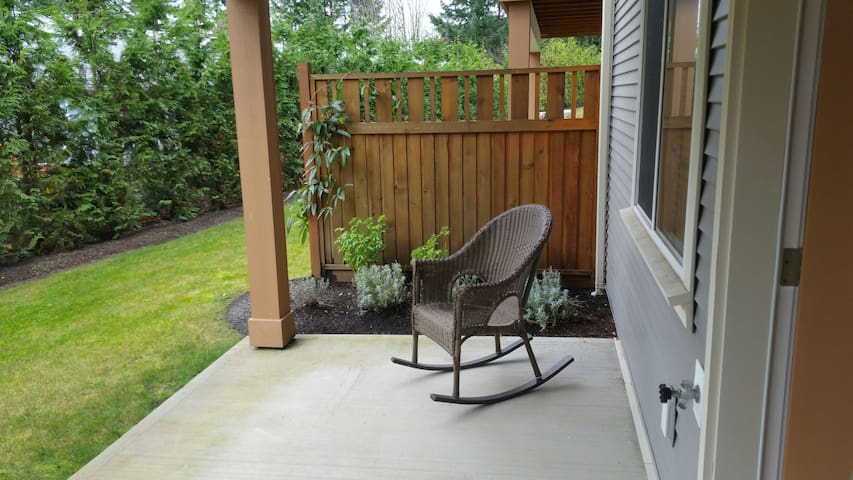 Contempory suite bright large clean - Nanaimo - House