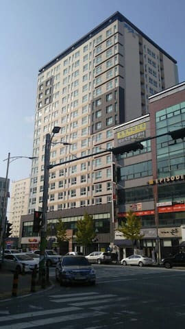 숙소건물  B.D 5 minute walk from Cheongju bus terminal