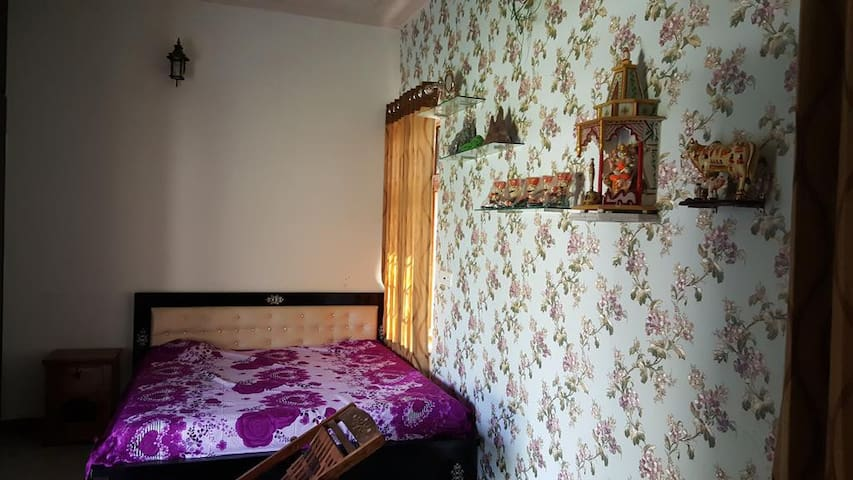 Peaceful stay in Samode with local family - Samod - House