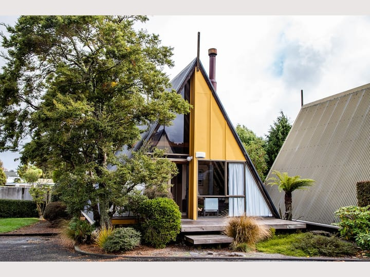 Cosy 80's designed chalet