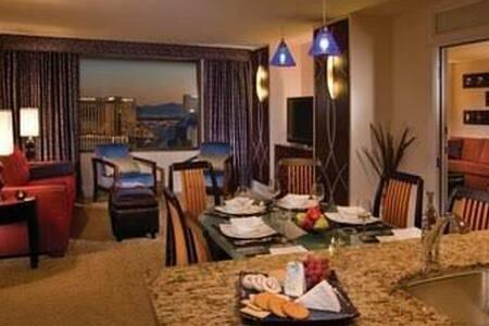 Las Vegas strip New year in Marriott grand chateau