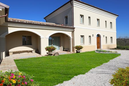 Villa Marietta Country House - Montemaggiore al Metauro - Penzion (B&B)