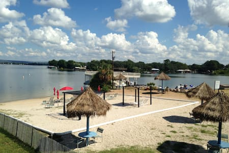 Tropical Gem on Lake LBJ, Escape to the Lake!