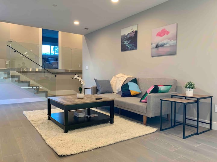 Modern & Luxury Bay Area Retreat | 20 Mins to SF