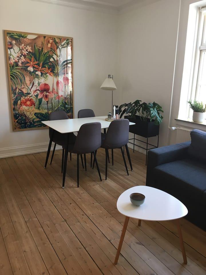 Hyggelig 2-værelses lejlighed tæt på centrum
