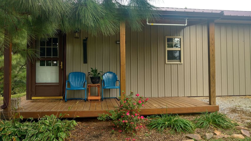 Shawnee Pines Lodging- Bunkhouse - Golconda