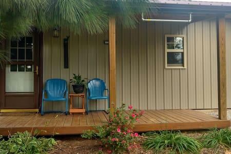 Shawnee Pines Lodging- Bunkhouse - Golconda
