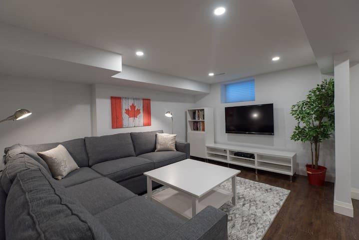 Broadview-Danforth Modern 1 Bedroom Apartment