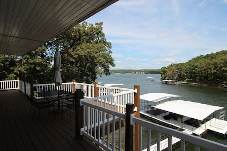 8BR/5BA Lakefront Home w/Hot Tub & Dock - Sunrise Beach