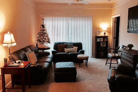 Amazing Well Located One Bedroom Apartment - Raleigh - Apartmen