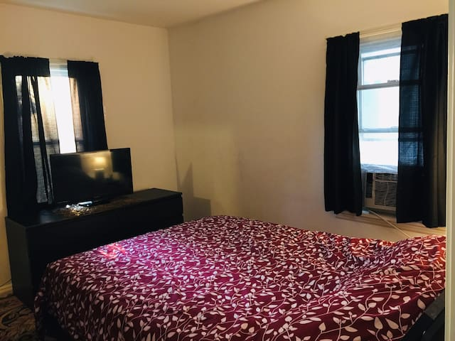 $25 One master bedroom in nice area close to DTW