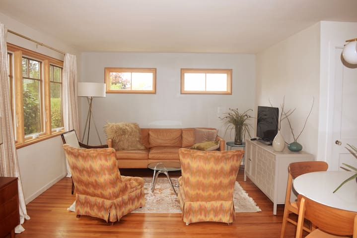 Rosemont Retreat - 10 minutes to downtown